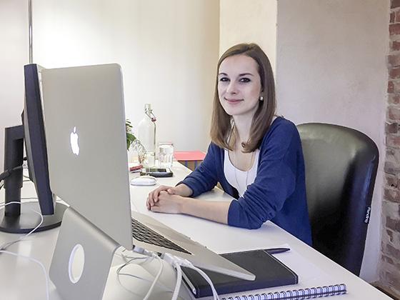 Melanie an Ihrer neuen Working-Station