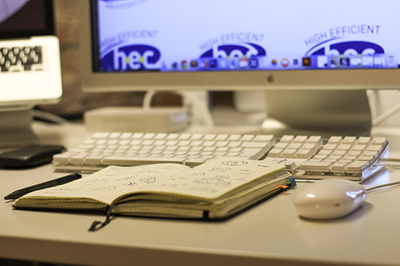Scribblen, Feedback holen, nochmals Scribbeln, Feedback holen, digitale Version ausarbeiten, Feedback holen, usw... ;)